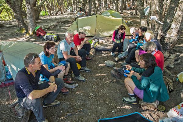 Im Campamento Poincenot geniessen wir an Stelle des heimischen Lomo ( Rindsfilet vom Feinsten) eine Fertigmahlzeit von Knorr