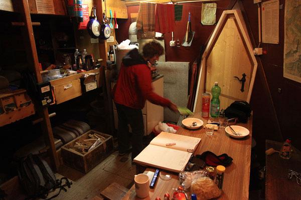 Das heimelige Biwak bietet Platz für 17 Personen