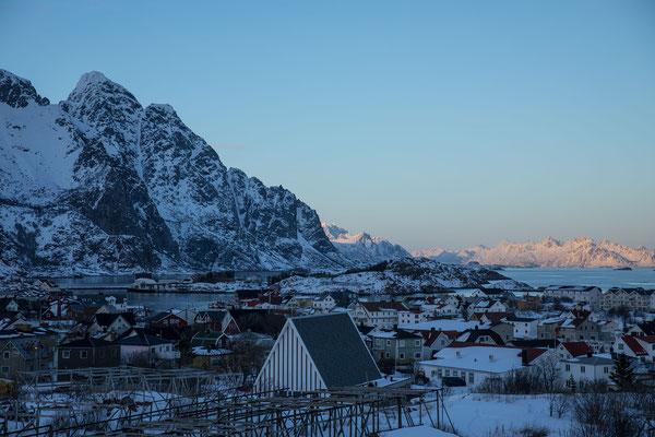 Ausflug mit Nachtessen nach Henningsvaer, ab 19.00 ist der Nordlichtalarm aktiv