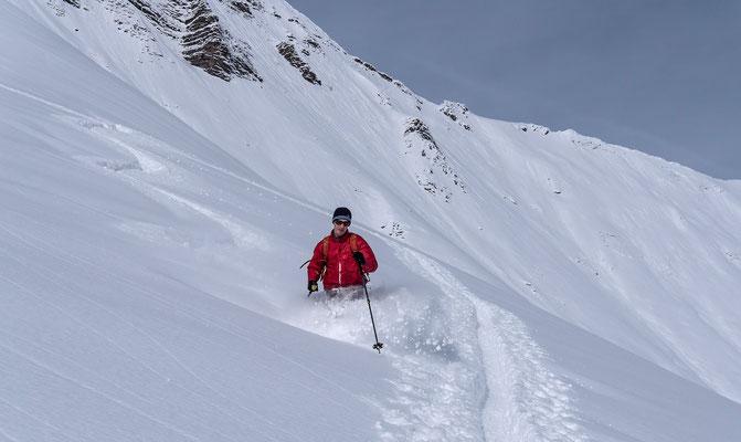 Bergführerkollege Peter Frick ist im Aufstieg noch zwei Zacken schneller als ich, dafür gibts bei der Abfahrt von ihm noch ein paar Föteli
