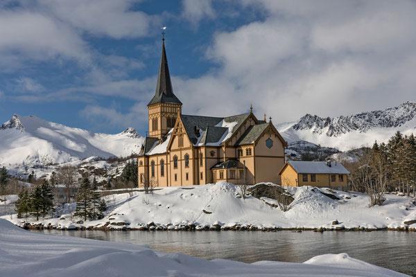 Kirche von Kabelvag, links der Varden, unser drittes Tourenziel
