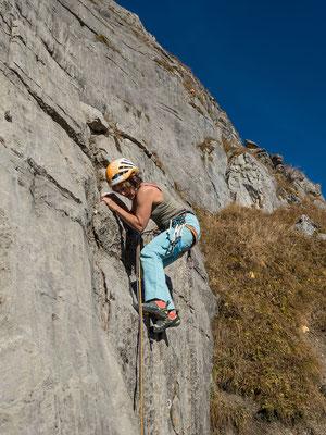 Nach einer nicht ganz freien Durchsteigung meinerseitts  tastet sich Franziska in Parallel an den warmen Fels heran