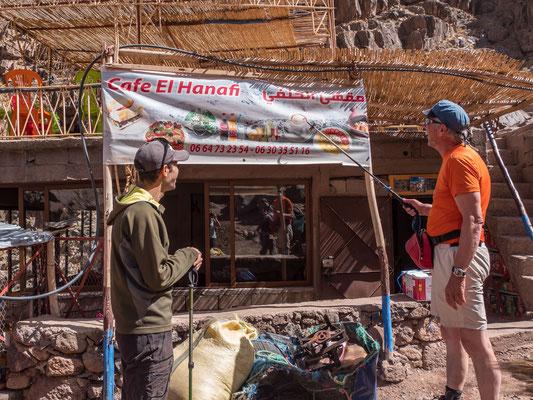 Also dieser Cappucino stimmt mich schon etwas skeptisch, aber mit Saftpressen und Getränkekühlung wissen die Marokkaner umzugehen