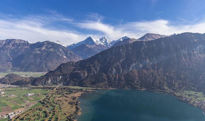 Luft, Wasser und Berge gönnen uns ein einmaliges Flugerlebnis hoch über dem Thunersee