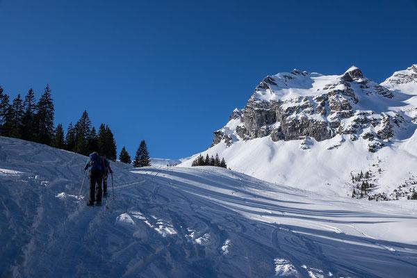 Die viel begangene Skiroute zum Mändli erweist sich als geringsten Wiederstand zum heutigen Ziel, dem Sädel