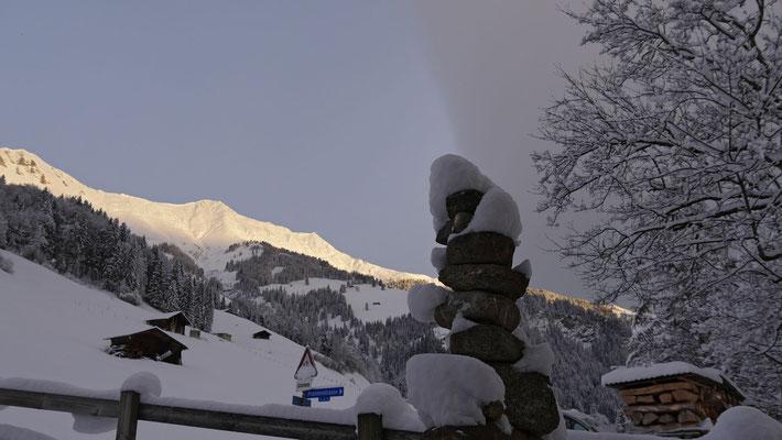 Frischer Powder und eine markante Wolkenlinie prägen den Morgen an diesem Tag