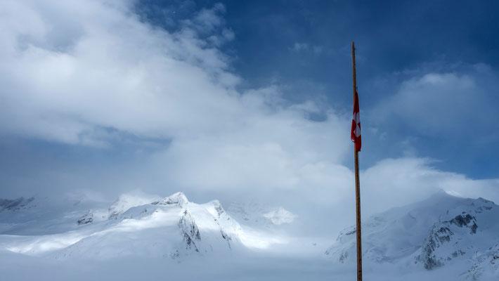 Das sieht doch schon ganz anders aus. Blick Richtung Jungfrau, rechts der Trugberg, links Kranzberg und Gletscherhorn