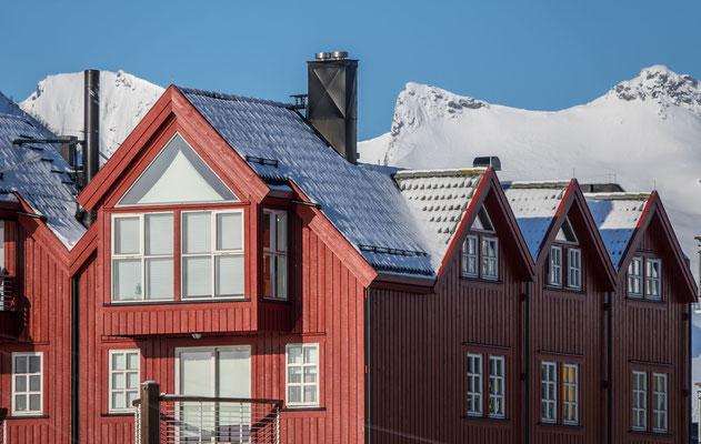 Die roten Häuser geben der Landschaft ihre besondere Note