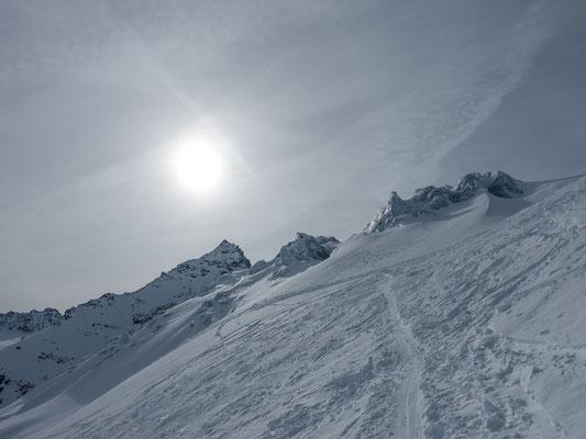 Seraczone des Ochsentaler Gletscher beim Aufstieg zum Piz Buin. Eine Wetteränderung zeichnet sich ab