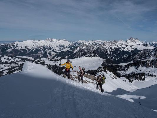 Als einzige Schneeschuhtüreler sind wir wahre Exoten am Berg