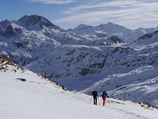 Das Surettahorn ist im unteren Teil so stark abgeblasen, dass wir diesen Gipfel von unserer Wunschliste streichen