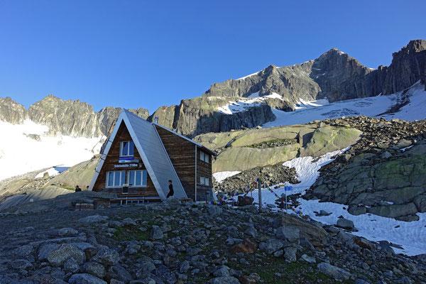 Spezielle Bauform und Ausgangspunkt für unsere Tour auf den Galenstock, die Sidelenhütte