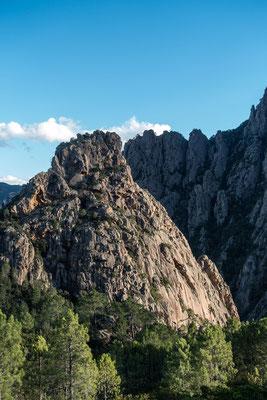Der Castellu hat uns einen wunderschönen angenehmen Klettertag beschert, Am Bavellapass herrschte Eiseskälte bei 6° und 60 Kmh Wind