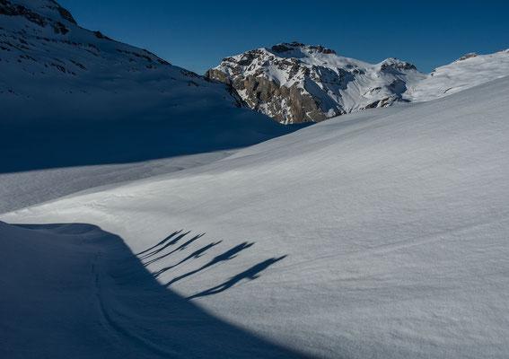 Tolles Wandergelände am Col du Rawil mit Blick auf den Kletterberg Six des Eaux Froides. Rechts der Col mit gleichem Namen, welchen wir Tags darauf zur Cabane des Audannes überschreiten