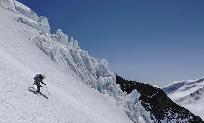 Ursina vor imposanter Gletscherkulisse
