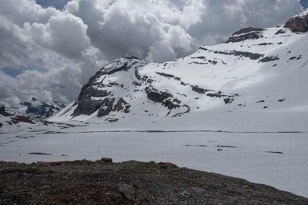 Drohend türmen sich Gewitterwolken über dem Daubenhorn