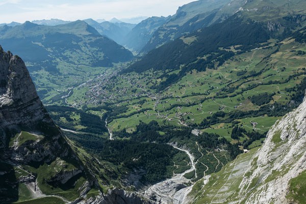 Tiefblick hinunter, wo einmal Gletscher war und in den Talkessel von Grindelwald