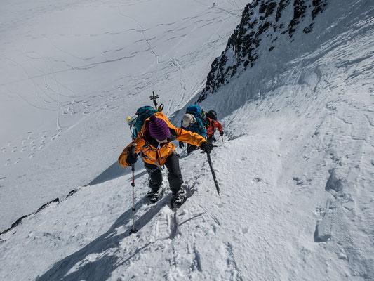 Laura im Steilhang zum Schneejoch