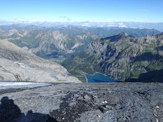 Tiefblick nach Kandersteg und zum Oeschinensee