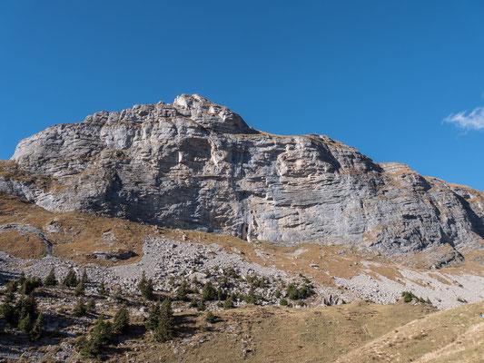 Der Hintisberg, die leichteren Touren finden wir im linken und rechten Wandteil