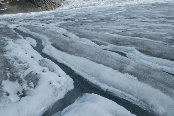 Im Wallis wird schon auf dem Gletscher das Wasser in die richtigen Wege geleitet