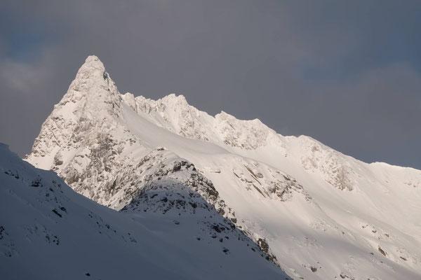 Ganz anders sieht das eine halbe Fahrstunde hinter Tromsö auf der Insel Kvalöya aus