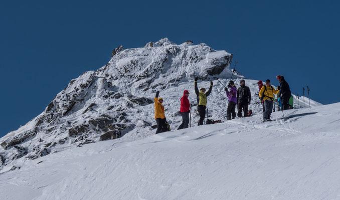 """Die """"jüngeren"""" Teilnehmer stehen schon wieder beim Skidepot"""