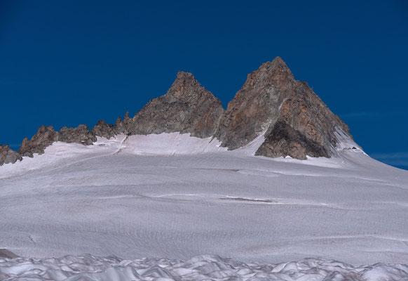 Unser Ziel, der linke Gipfel der Aig. du Tour