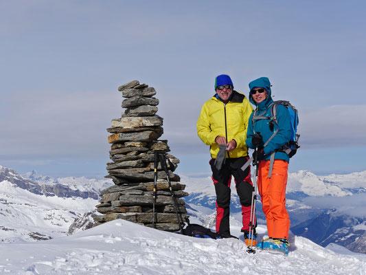 Housi und Danielle in bester Gesellschaft mit dem Gipfelsteinmann, oder ists doch eine Frau???