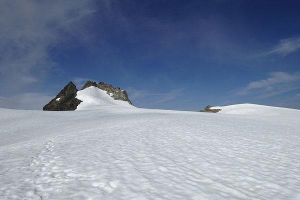 Ganz links das Obertaljoch, daneben der Fünffingerstock und rechts davon der Skigipfel