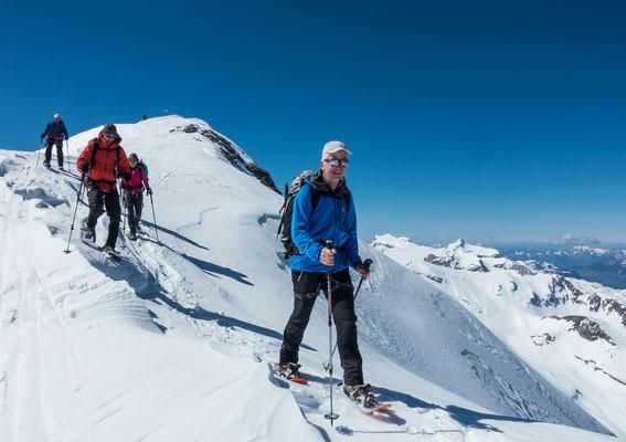 Nach ausgiebiger Gipfelrast kehren wir dem aussichtsreichen Wildhorn den Rücken zu