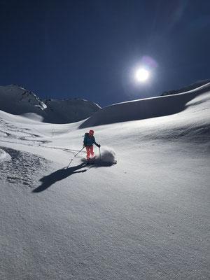 Martin wählt das nördliche, wir das südliche Nordcouloir zur Alp Sees.