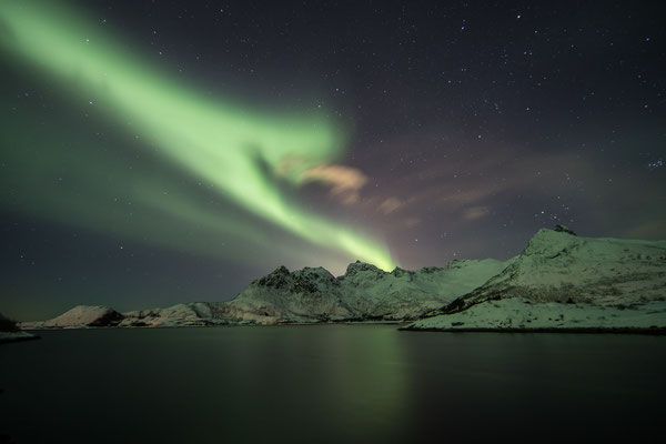 Die Aurora Apps stehen auf Stufe 4 und 5, und dank klarem Himmel bekommen wir ein nächtliches Schauspiel ab