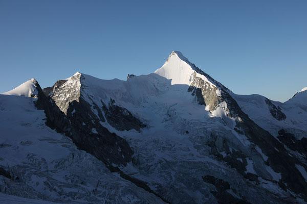 Trifthorn mit vergletscherter Flanke, die Wellenkuppe und das Obergabelhorn mit seiner makellosen Nordwand