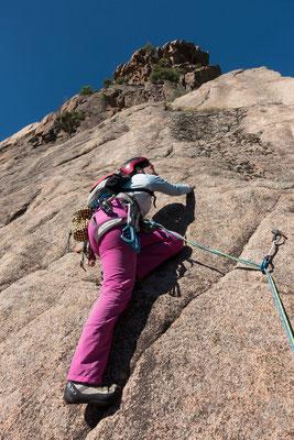 Weil diese nicht abstellen will. besuchen wir zum zweiten mal die Punta d`Arghjavara. Regula läuft zur Hochform auf und klettert ihre erste? 6c+