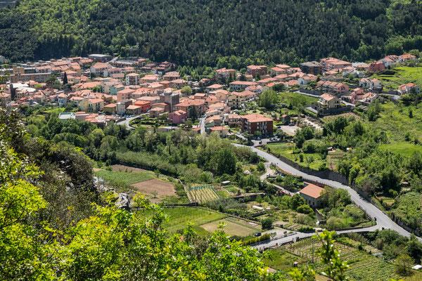 Blick vom Sektor Lucia auf Toirano hinunter