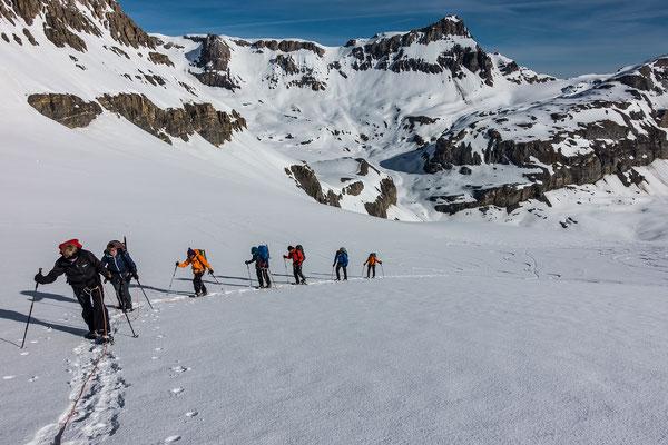 Über dem Lämmerengletscher dominiert der Grossstrubel, am rechten Bildrand knapp ausserhalb das Lämmerenhorn