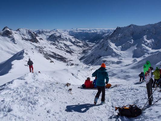Top ist auch die Sicht über das gesamte Tal, welches sich vom Gipfel über Monêtier-les-Bains nach Briançon hinunter zieht