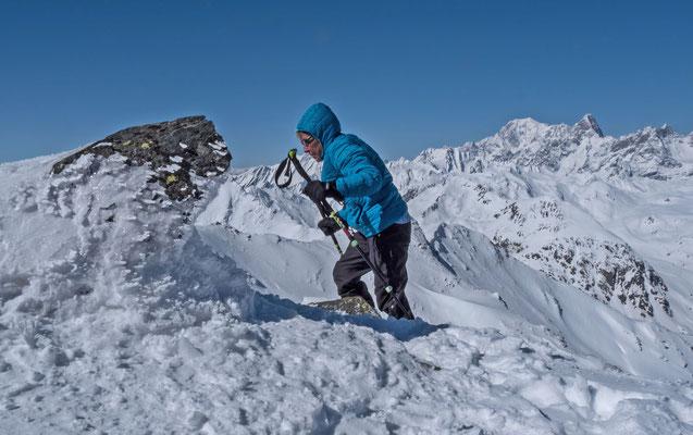 und auch Margrit erreicht nach kurzem Fussaufstieg den höchsten Punkt mit der tollen Aussicht