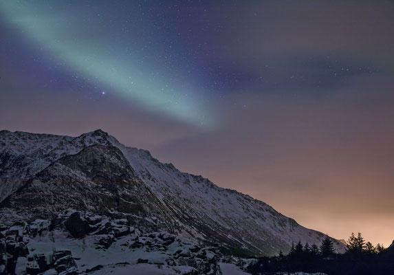 Diese Bild war völlig Schwarz. Erst bei der Bearbeitung im Lightroom kommen die fantastischen Lichter und der Sternenhimmel zur Geltung