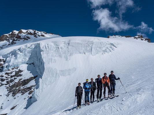 Auch wenn nicht alle auf dem Gipfel waren, die Freude ist gross, die 4000 Meter Marke geknackt zu haben