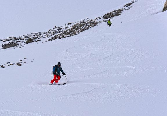 Der vorhin beschriebene Steihang, mit guter Sicht wäre die Abfahrt eine wahre Freude, ein schäumchen Pulver überdeckt die ausgekühlte Schneedecke