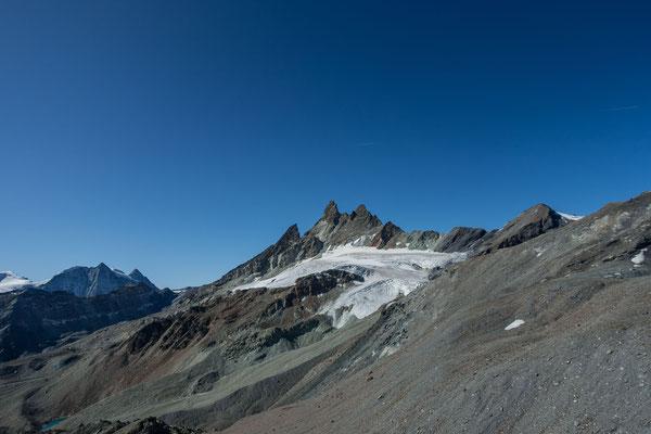 Die Aiguilles Rouge d`Arolla aus der Luft, links davon La Ruinette und der Mont Blanc de Cheilon