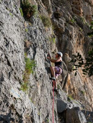 Scharfer Fels im Klettergebiet Zobolo. Nach den stark frequentierten Gebieten um Leonidio geniessen wir hier Ruhe und Wärme