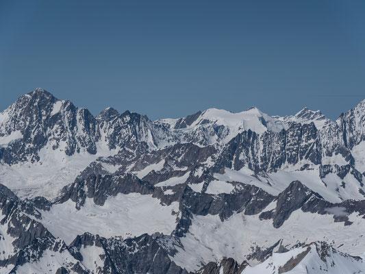 Traumsicht zu den Berner Alpen, das Hubelhorn liegt knapp links der Fallinie zum Fieschersattel