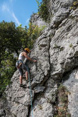 Nach vielen Umwegen durch abgewanderte Klettersektoren landen wir schlussendlich im Sektor Cascade und klettern noch eine Seillänge.