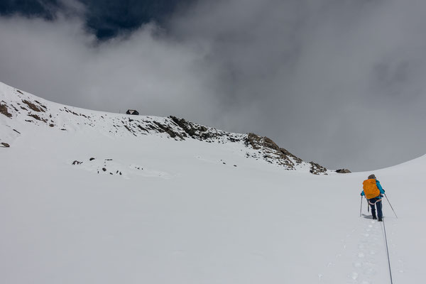 Die Schneehöhe nimmt gegen das Grassenbiwak zu und ich nehme das Angebot eines Führungswechsels dankbar an