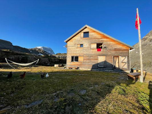 Die besten Eier legen die Hennen auf der Claridenhütte, nächsten Winter sind wir mit unserer Tour Tödi West vor Ort