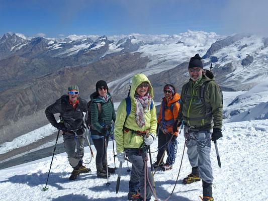 Tiefblick zum Gornergletscher, darüber Dom, Täschhorn, Alphubel, Allalin, Rimpfischhorn und Strahlhorn