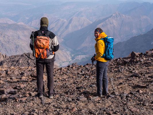 Imlil liegt 2400 Meter unter un, eingebettet in eins der zahlreichen grünen Täler des Hohen Atlas Gebirge
